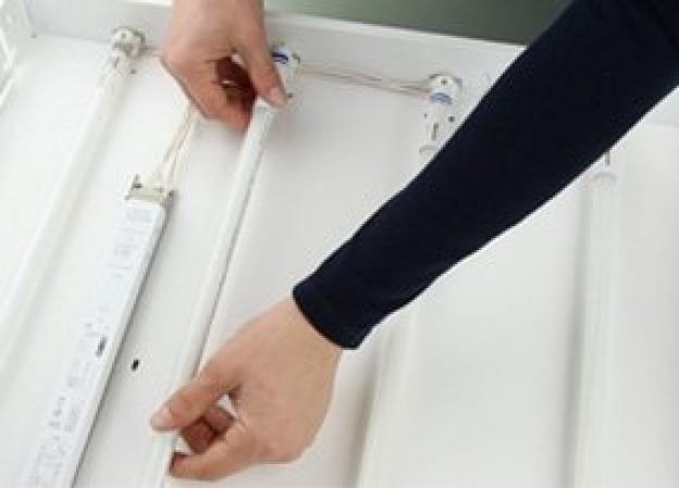 Hur installerar jag ett LED-lysrör?