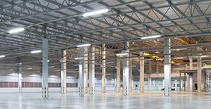 LED-armaturer i en industrilokal