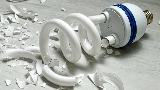 Kompaktlysrör som har gått sönder